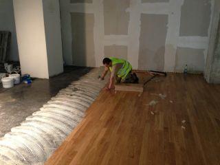 montaż podłogi drewnianej parkieciarz.com.pl